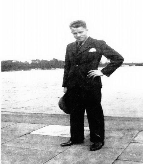 V roce 1949 je August Landmesser oficiálně za mrtvého.