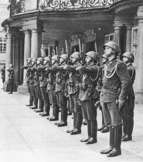Prezident Hácha si mohl podržet pouze malou slavnostní strហDate March 1939