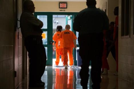 Hall se chová vzorně a doufá v předčasné propuštění v roce 2015.
