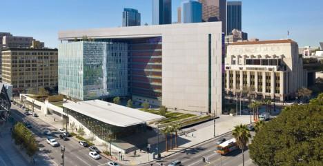 LAPD a její fiktivní policejní vyšetřovatelé se objevují v mnoha filmech, románech a televizních seriálech.