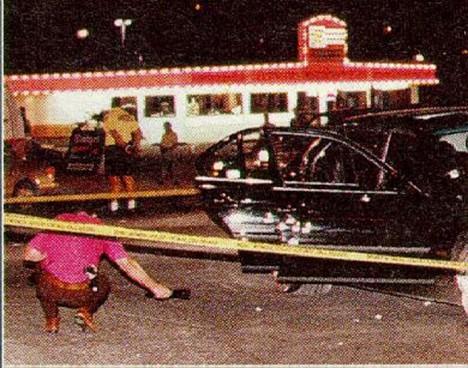 Shakur zemře vautě po střelné ráně v Las Vegas.