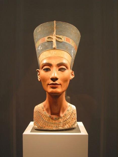 675px-Nefertiti