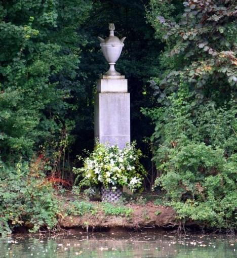 Althorp-Diana-Grave