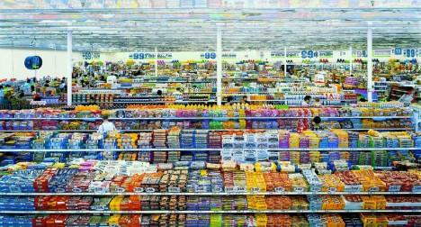 3. místo: Diptych 99 centů II - Snímek německého fotografa Andrease Gursky zachycuje interiér obchodu s levným zbožím, což je v přímém kontrastu s cenou za níž byl snímek vydražen. Londýnská aukční síň Sotheby´s tuto fotografii o rozměrech 2.07 x 3.37 metru prodala za 3 346 456 dolarů, což je 83 600 000 korun.