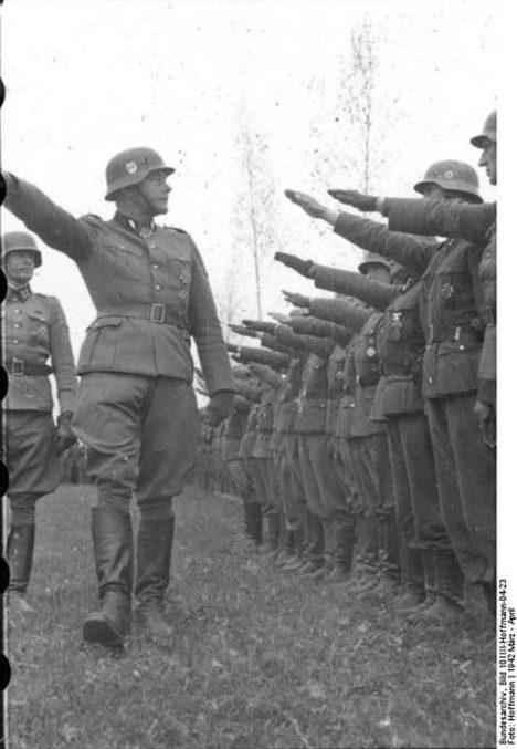Bundesarchiv_Bild_101III-Hoffmann-04-23,_Waffen-SS-Div._-Das_Reich-,_Russland