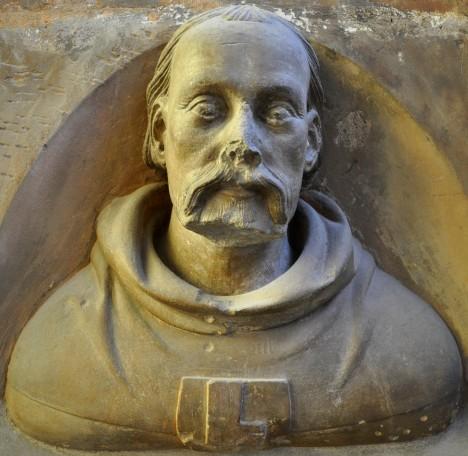 Po smrti Matyáše z Arrasu se vedení stavby ujímá mladý stavitel Petr Parléř.
