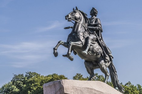 Car Petr I. Veliký nepojmenoval město po sobě, ale po křesťanském apoštolovi sv. Petrovi.