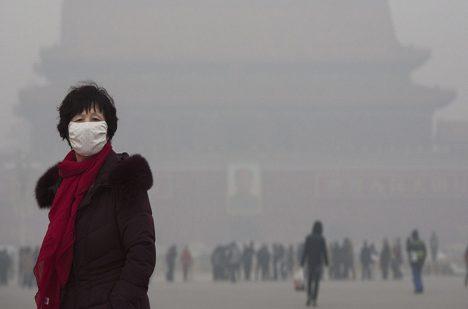 Kolik lidí zemře ročně na smog v Pekingu bohužel nevíme. Čína kolem toho dlouhodobě mlží.