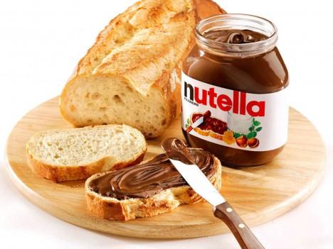 Chleba namazaný pomazánkou Nutella se stává velmi oblíbenou lahůdkou.