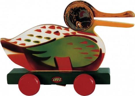 Dřevěné kachny z Christiansenovy dílny jsou sice úspěšné, ale budoucnost nabídne ještě lepší hračku.