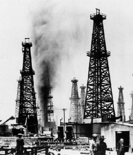 Do Ameriky přijíždí poprvé především kvůli ropě.