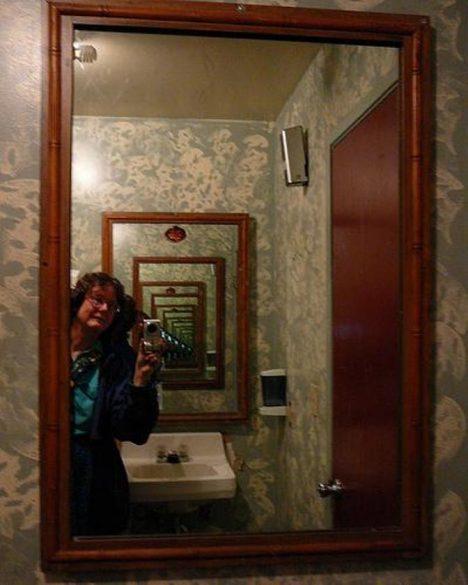 Dvě zrcadla proti sobě