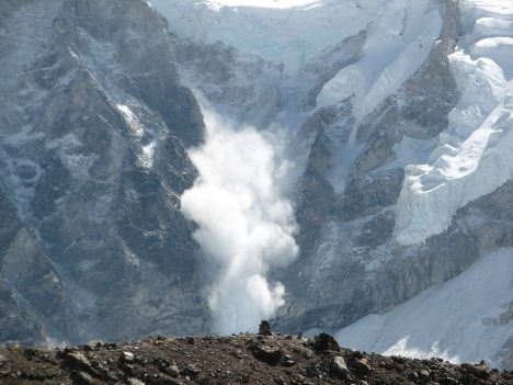 Lavina v Himálaji.