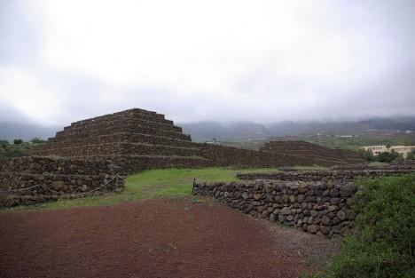 V polovině 90. let 20. století se na největším kanárském ostrově Tenerife podařilo objevit pyramidy, které se později staly oblíbenou turistickou atrakcí.