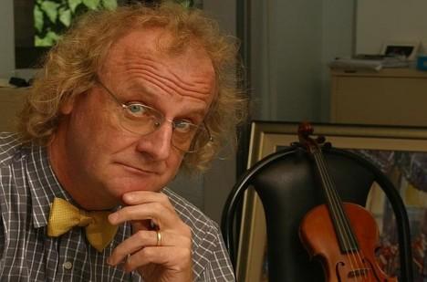 Kontroverzní teorie obhajuje muzikolog Martin Jarvis, který působí na univerzitě Charlese Darwina v Austrálii.