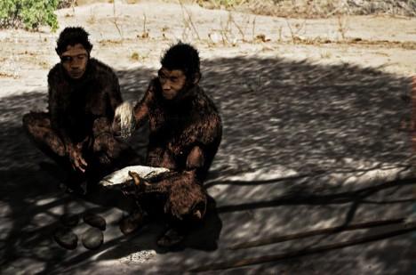 Podle vědců otisky pocházejí od druhu Homo erectus nebo Homo heidelbergensis.