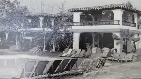 Hacienda Nápoles mafiána Pabla Escobara byla postavena roku 1980. Její součástí bylo i zoo. Většinu zvířat z Afriky přiváželi pašeráci na lodích i letadly.