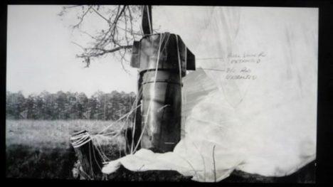 První z bomb byla objevena nedaleko města Goldsboro, její padák se zachytil ve větvích stromu.