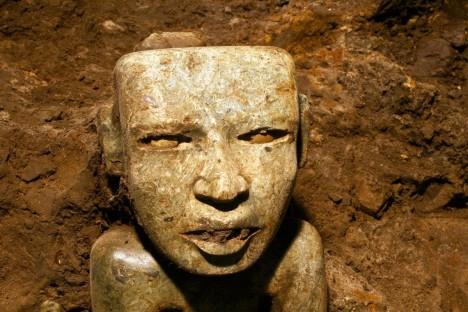 Celkem bylo v podzemním tunelu nalezeno přes 50 tisíc artefaktů, nejčastěji kamenných sošek, hliněných nádob či mušlí.