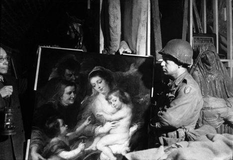 Kromě zlata pod zemí ležely také stovky uměleckých děl, šlo o obrazy i sochy ukořistěné dříve nacisty.