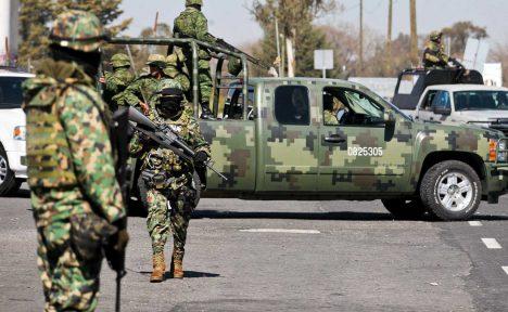 Neustále narůstající počty obětí a neustávající teror Zetek přinutil vládu k nasazení armády do bojů s kartely.