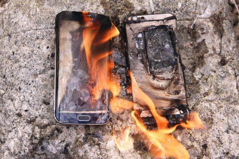 Problémem není jen rychlé vybíjení akumulátorů, ale také riziko přehřátí, které může vést až k zapálení samotného přístroje.