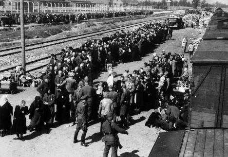 Rudolf Vrba byl nasazen na práci také v místě, kterému se říkalo Judenrampa. Bylo to nástupiště mezi tábory Auschwitz I a Auschwitz II, kam přijížděla většina transportů.