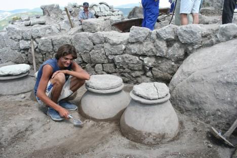 Význam Perperikonu s jeho 7000 let starou historií začal být odkrýván teprve v roce 2002, kdy zde byly zahájeny rozsáhlé vykopávky financované Evropskou unií a UNESCEM.