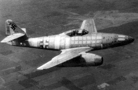 Legendární proudový letoun Me-262, který měl být jednou ze zázračných zbraní nacistů, vznikal právě v této rakouské továrně.