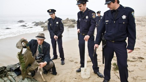 Policie pak nalezla u jednoho z ostrůvků jen vyplavené trosky člunu a pádlo. Po vězních nebylo ani stopy.
