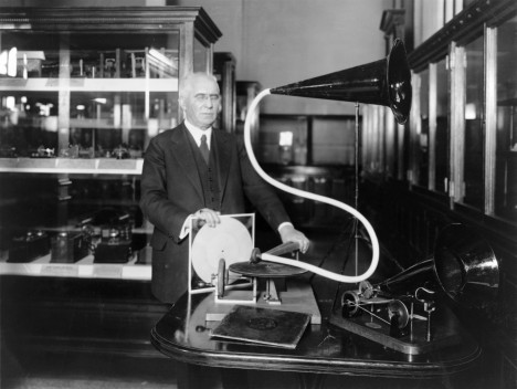 Gramofon zajistí svému tvůrci Emilu Berlinerovi obrovskou popularitu.