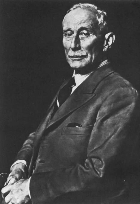 Anglického vynálezce Huberta Cecila Bootha napadne, že prach je lepší vysávat.