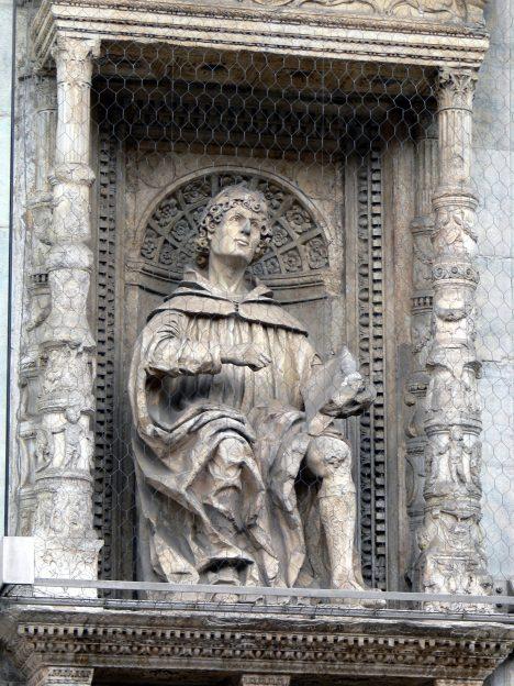 I římský spisovatel Plinius mladší řeší, jak správně postupovat, když dítě přichází na svět.