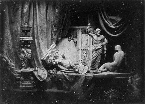 Jednu z prvních daguerrotypií, zátiší z roku 1839, najdeme na zámku Kynžvart.