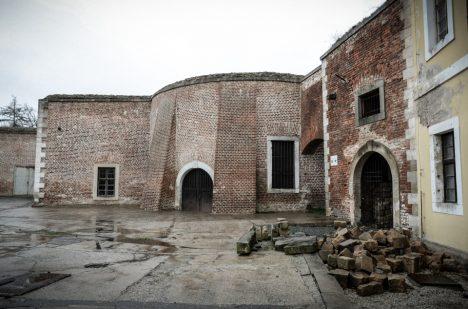 Josefov je po mnoha stránkách unikátní stavbou.