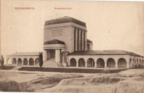 K výstavbě krematorií většinou dochází až na počátku 20. století.
