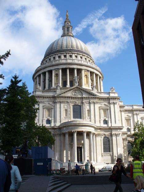 Katedrála svatého Pavla v Londýně se stala v době 2. světové války symbolem britského vzdoru proti Hitlerovi.