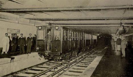 Métro - Hôtel de Ville, juillet 1900