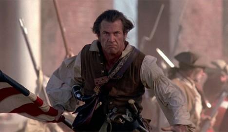 Mel Gibson má na historické projekty smůlu. Jím ztvárněná postava amerického revolucionáře ve filmu Patriot je dle historiků stejně jako celá revoluce hodně zidealizovaná.