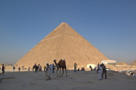 Milovník nevšedních zážitků se vyspí na vrcholu Cheopsovy pyramidy.