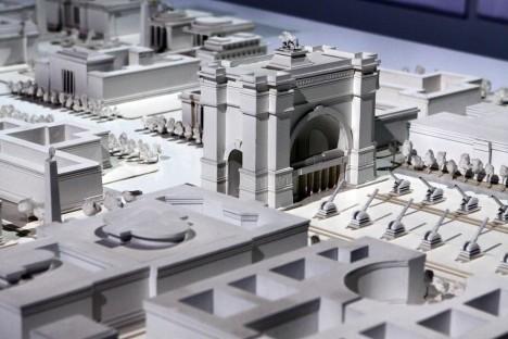 Model berlínského vítězného oblouku. K jeho výstavbě nakonec vůbec nedošlo.