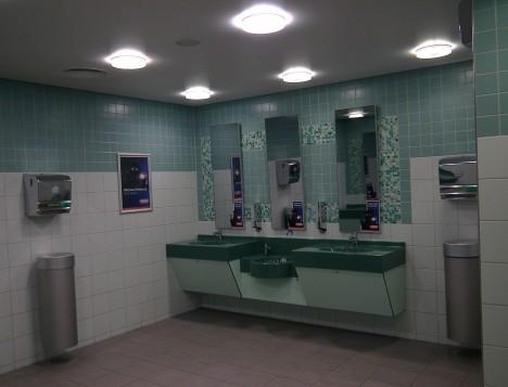 Moderní veřejné toalety se bez boxů na papírové ručníky neobejdou. Zajistí se tím hygienické podmínky.
