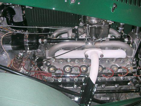 Motor Tatry 80 má objem 5990 cm3 a výkon 120 koňských sil.