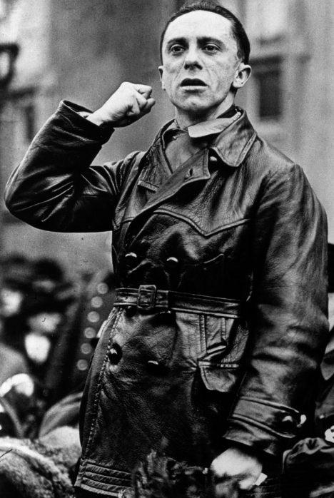 Německý ministr propagandy Joseph Goebbels věří, že Češi podlehli jeho propagandistickým řečem.