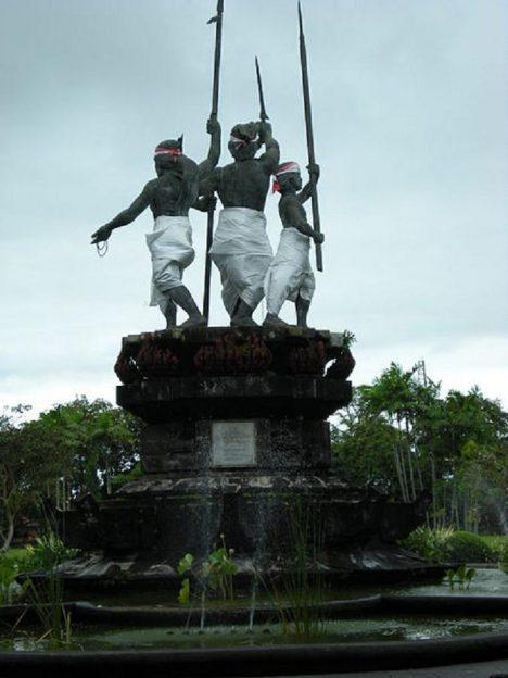 Na památku hromadné sebevraždy vznikl v Denpasaru památník.