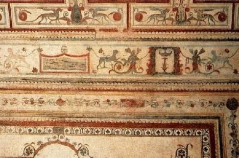 Neronův dům zdobí i nádherné fresky. Bohužel je ničí vlhkost.