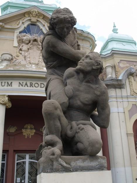 Originál sousoší Anděl s ďáblem z roku 1650 od Jana Jiřího Bendla. Do roku 1918 bylo součástí Mariánského sloupu, nyní je na pražském výstavišti v Lapidáriu.