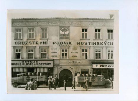 Původní budova palírny na prostějovském náměstí. Pálilo se zde od roku 1518.