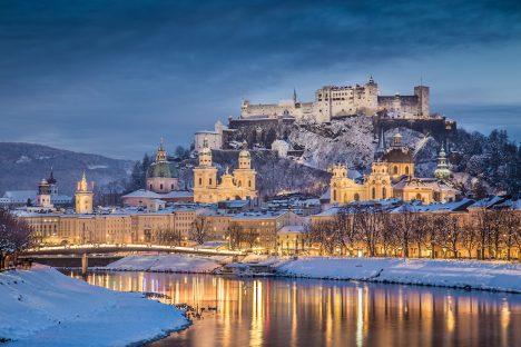 Pevnost Hohensalzburg vybudoval vroce1077 arcibiskup Gebhard, výrazně ji rozšířil arcibiskup Leonhard zKeutschachu(1495–1519). Patří knejvětším anejlépe zachovaným hradním komplexům ve střední Evropě. V celé dlouhé historii pevnosti se ji žádnému zobléhatelů nikdy nepodařilo dobýt.