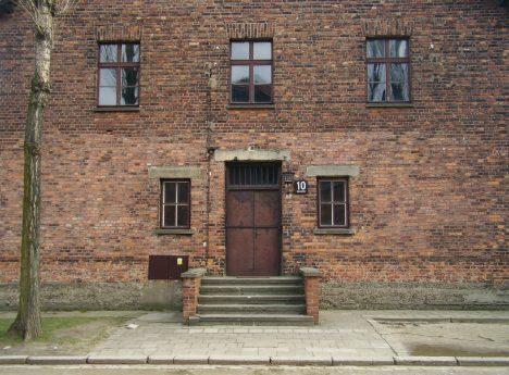 Proslulý osvětimský blok 10. Právě tady se odehrávaly Mengeleho pokusy ve jménu výzkumu rasy.